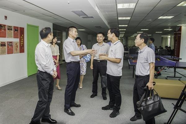 省委统战部副部长王琦一行来百助参观考察